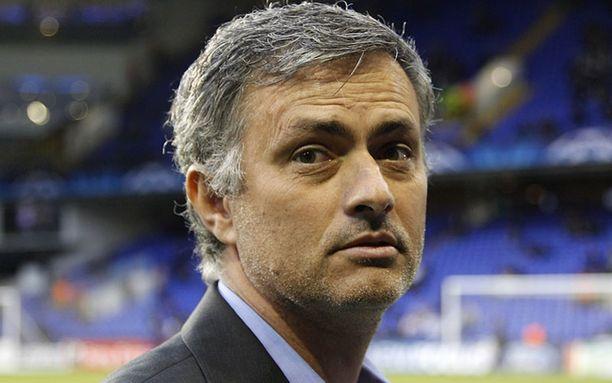 Jose Mourinho ottaa kaiken huomioon valmistautuessaan Barcelona-peleihin.