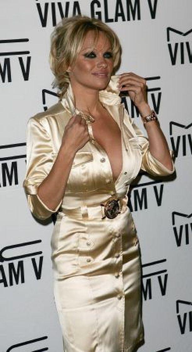 Pamela Anderson ei käytä vihkisormusta eettisistä syistä.