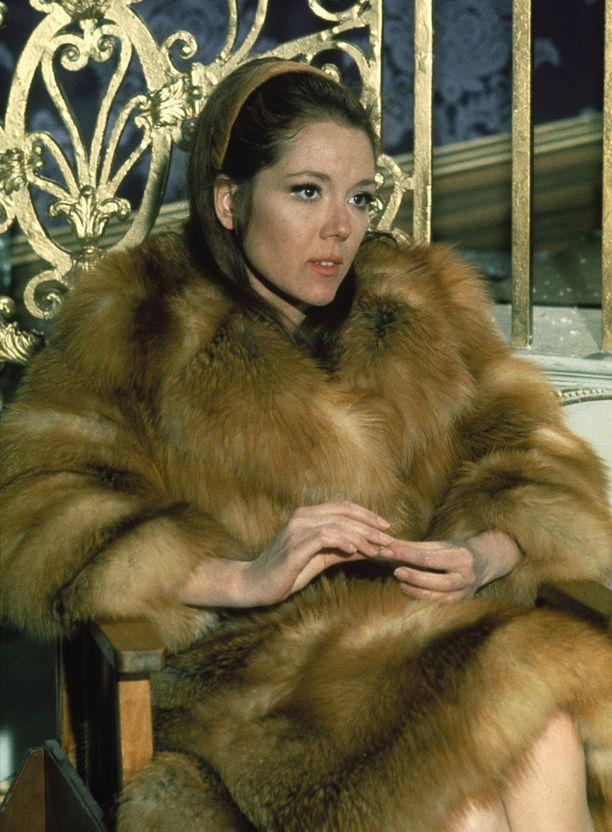 Diana Rigg Tracy Di Vicenzona vuonna 1969 elokuvassa Hänen majesteettinsa salaisessa palveuksessa.