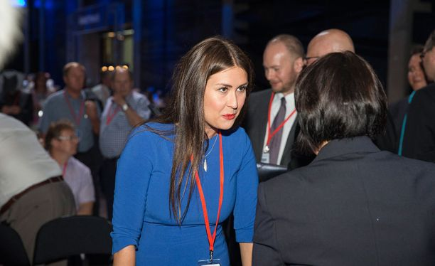 Tiina Elovaara on yksi Uusi vaihtoehto -ryhmän varapuheenjohtajista.