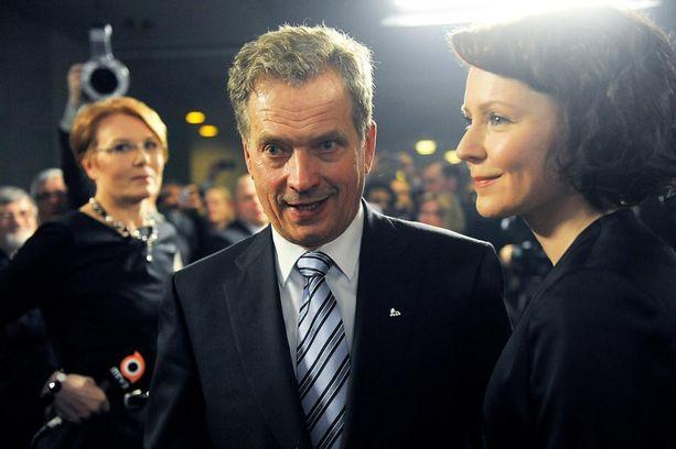 Tasavallan presidentti Sauli Niinistö ei ole toistaiseksi kertonut, asettuuko hän ehdolle presidentinvaaliin. Tässä vaalitunnelmissa helmikuussa 2012.