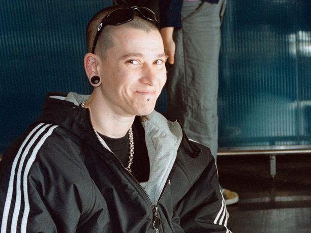 Vuonna 2000 Yazka edusti tv-kanava Nelosen kevätjuhlilla.