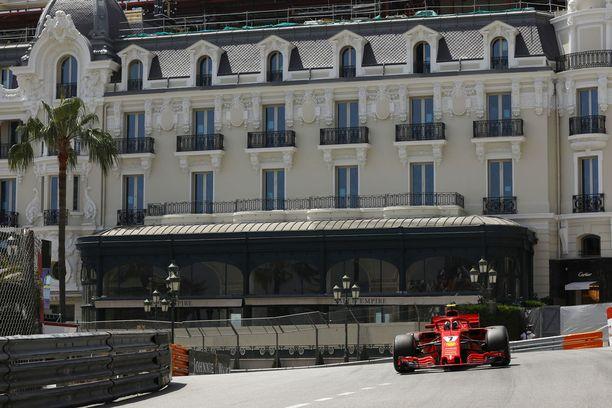 Ferraria ajatetaan Monacossa ja tulevissa kilpailuissa lisäohjelmistolla, jonka avulla FIAn on helpompi valvoa auton sääntöjenmukaisuutta.