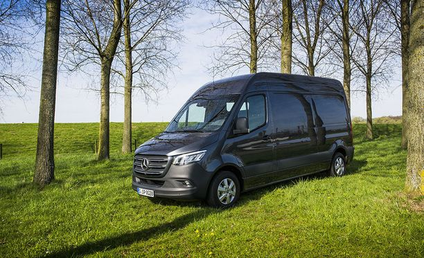 Mercedes-Benz Sprinterin mielenkiintoisimmat uudistukset liittyvät auton liitettävyyteen ja softapuoleen.