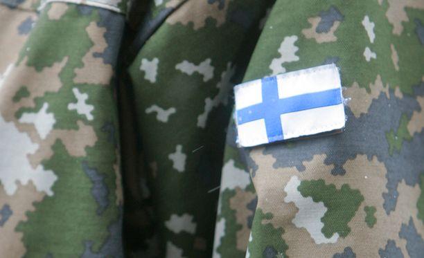 Kaksoiskansalaisuus nousi puheenaiheeksi, kun Yle uutisoi, että puolustusvoimilla olisi käytössään salainen ohjeistus, jonka mukaan kaksoiskansalaisia ei päästetä käsiksi Suomen turvallisuuden kannalta merkittävään tietoon.