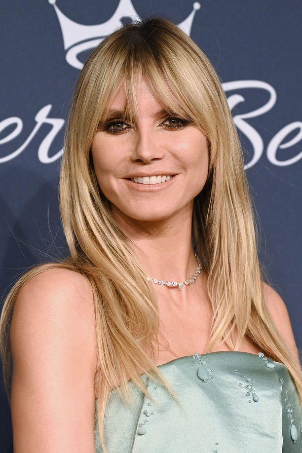 Heidi Klum on viihtynyt jo hyvän aikaa Brigitte Bardot -tyyppisessä otsatukassa. Pitkä, boheemi otsis kehystää kauniisti kasvoja - pitäisikö kokeilla?