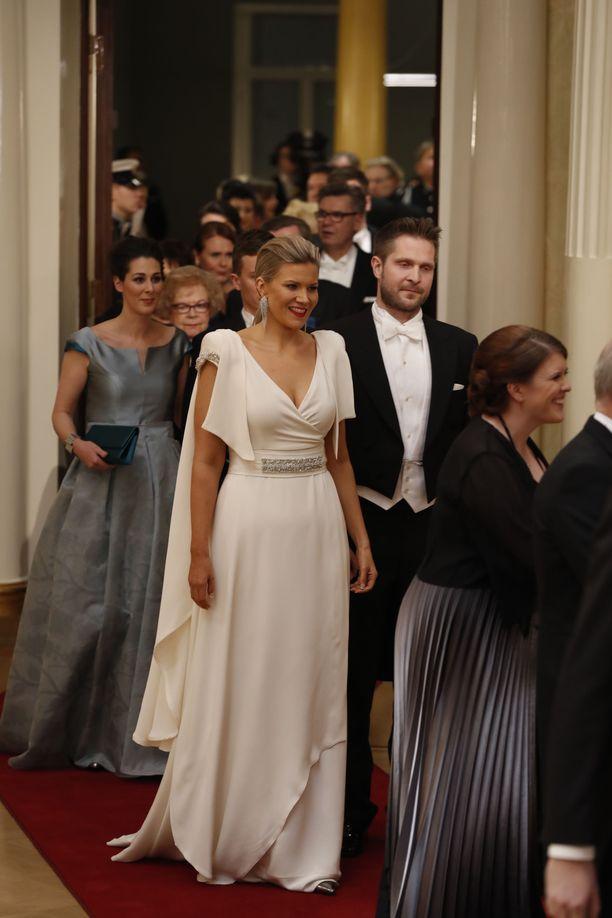 Kansanedustaja Sofia Vikmanin veistoksellinen puku hurmasi vuonna 2016. Upea look oli muotitaiteilija Anne-Mari Pahkalan käsialaa.