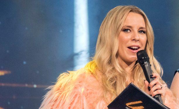 Krista Siegfrids toivoo, että Suomen Euroviisuedustaja olisi varma esiintyjä ja että kappale jäisi mieleen.