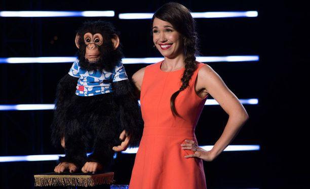 Sari Aalto ja Anssi-simpanssi tulivat suomalaisille tutuiksi Talent Suomi -ohjelman myötä.