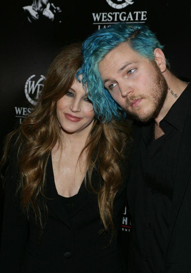 Lisa Marie Presley poikansa Benjamin Keoughin kanssa keväällä 2015 Las Vegasissa.
