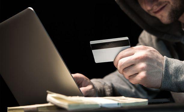 Osuuspankki vaatii hakkerilta 455 000 euroa korvauksia. Kuvituskuva.
