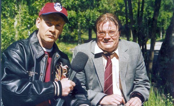 """Santeri Kinnunen ja Kari """"Hissu"""" Hietalahti hauskuuttivat Vintiöissä vuosina 1994-1995."""