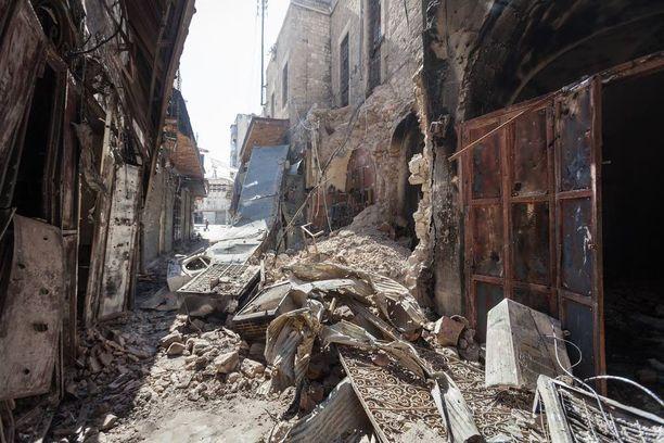 Lokakuussa 2012 pommitukset ovat tuhonneet Aleppon vanhan kaupungin kujien putiikit ja liikkeet täysin.