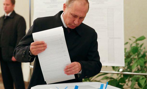 Myös Venäjän presidentti Vladimir Putin antoi äänensä duuman vaaleissa.