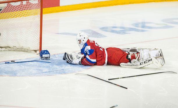 Kasperi Kapanen yllätti jatkoajalla Alexander Georgijevin. Suomi voitti nuorten MM-finaalin 4-3.