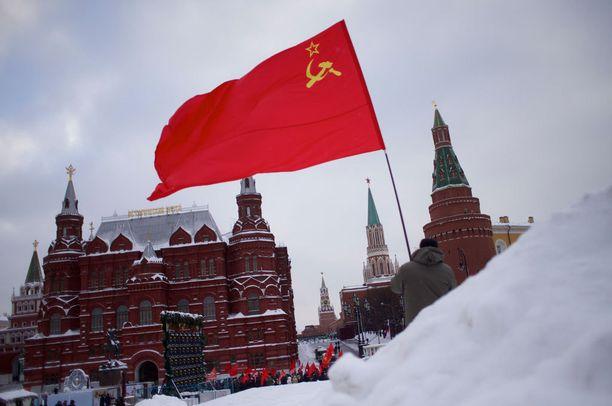 Moskovassa juhlittiin tammikuun lopussa Vladimir Leninin kuoleman 92:ttä vuosipäivää vanhoin neuvostolipuin.