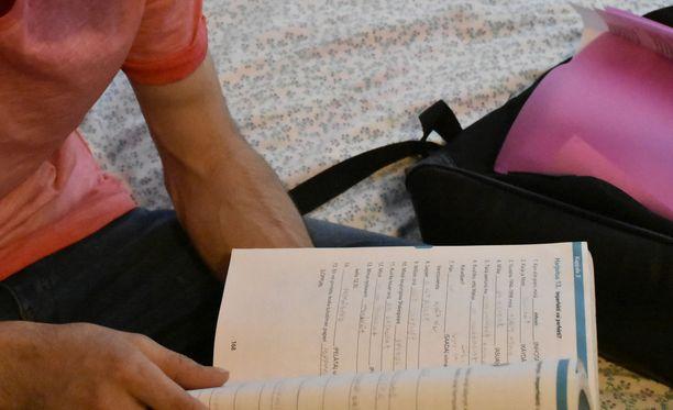 Monen maahanmuuttajan kotoutuminen alkaa suomen kielen opiskelusta. Arkistokuva.
