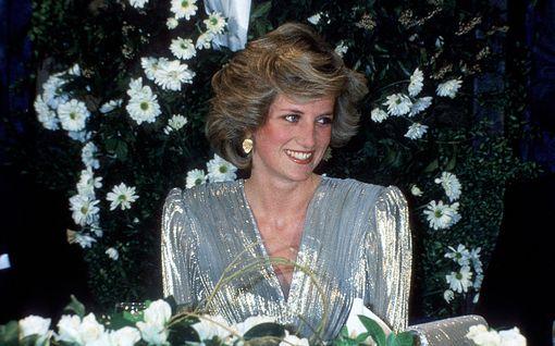 """Prinsessa Dianan entinen miesystävä lyttää BBC:n kohuhaastattelun: """"Hän täytti prinsessan pään roskalla"""""""