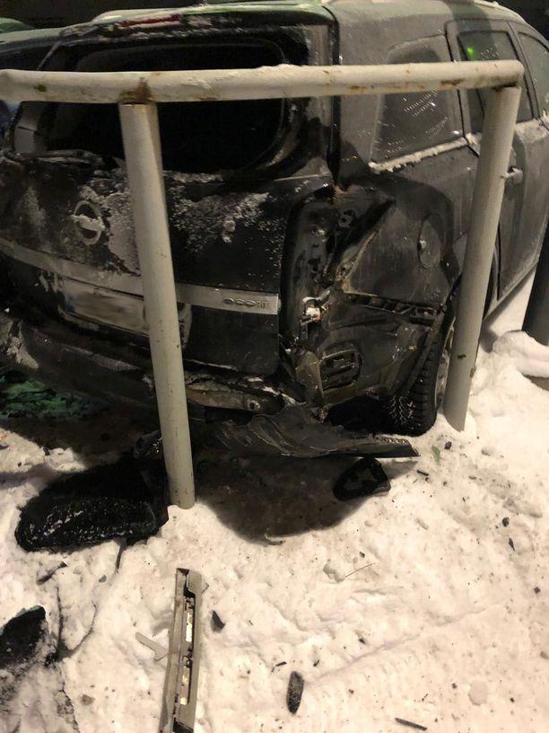 Opelin omistajaa odotti tämänkaltainen hävitys.
