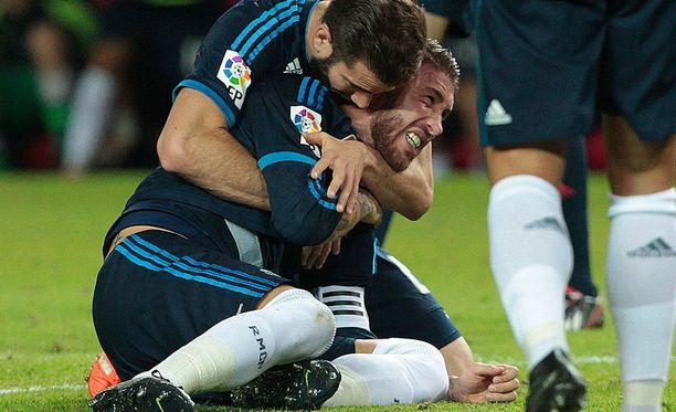 Sergio Ramosin olkapää koki kovia kolme viikkoa sitten Sevillassa.