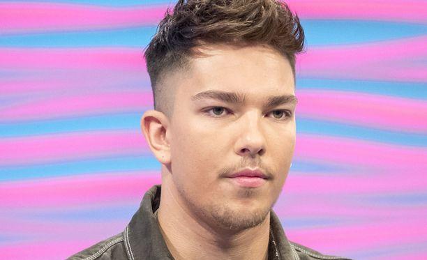 Yleensä X Factorin voittajilla on tapana solmia levytyssopimus kisan tuomarin Simon Cowellin Cyco Musicin kanssa, mutta Terry päätti toisin ja teki sopimuksen SONY RCA:n kanssa.