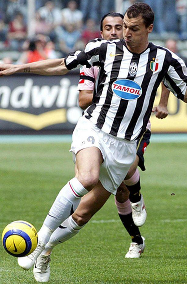 Zlatan ei aio pelata Serie B:ssä. Tiukimmin miehen palveluksissa ovat kiinni milanolaisseurat Inter ja AC Milan.