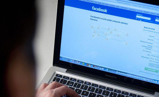 Mies kertoi oikeudelle valinneensa uhrin sattumanvaraisesti Facebookin antaman kaveriehdotuksen perusteella. Kuvituskuva.