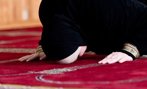 Anan muotisivuilla noudatetaan musliminaisten pukeutumissäännöksiä.