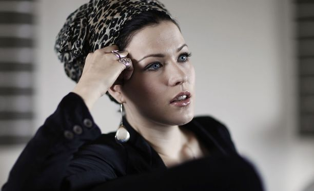 Jenni Vartiainen aikoo pukeutua mustaan Emma-gaalaan.