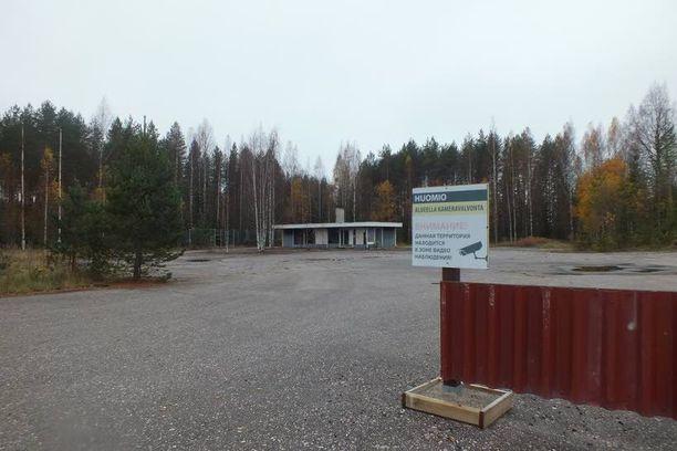 Nelostiellä, välillä Jämsä-Lahti, on myös muita venäläisten omistamia, toteutumattomia matkailuhankkeita.