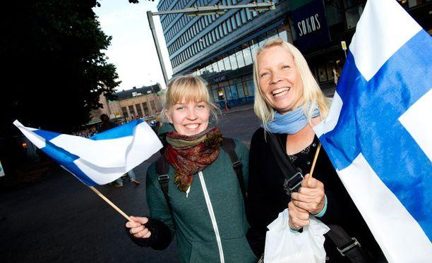 – Mielestäni Suomessa on turvallisempaa kuin monissa muissa maissa. Arvostan Suomessa myös ilmaista koulutusta, Johanna Helle sanoo. – Kaiken tämän EU-kohun keskellä tällaiset tutkimus-tulokset ovat tervetulleita, Kaisa Haatainen pohtii.