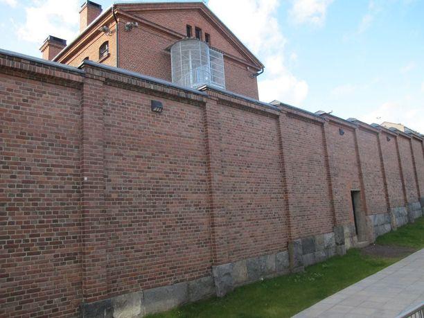 Vuorokausi suljetussa vankilassa maksoi viime vuonna 200 euroa vankia kohden. Kuvassa Kuopion vankila.