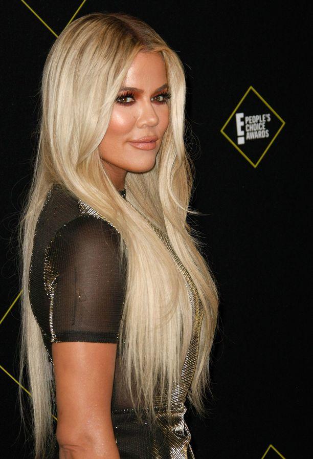 Khloé Kardashian kertoo, miksi halusi internetiin vuotaneen bikinikuvan poistettua.