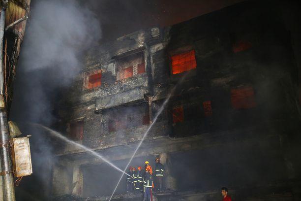 Asuinrakennuksessa säilytettiin myös herkästi syttyviä kemikaaleja.
