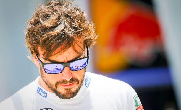 Fernando Alonso salailee ulosajonsa syitä.