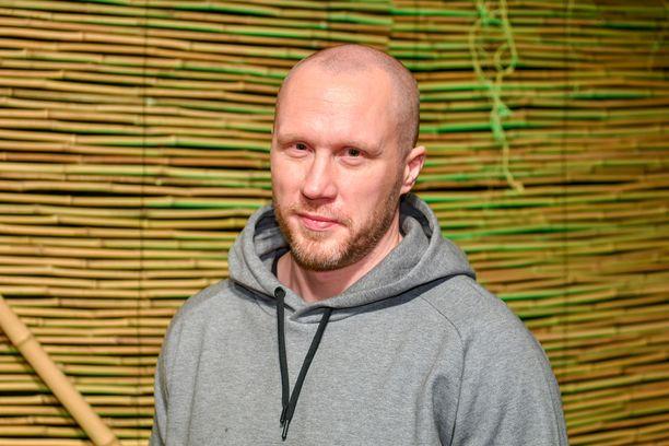 Hannes Hyvönen hehkuttaa rakkauttaan Nettaan.