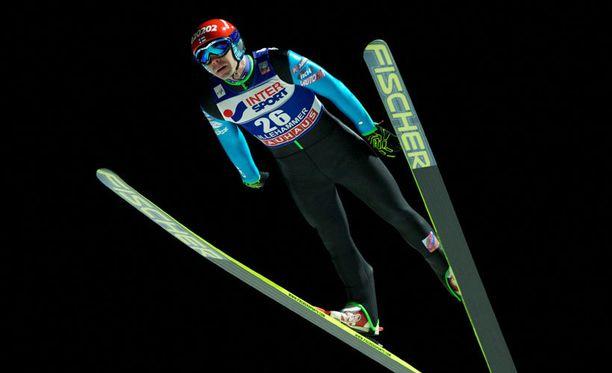 Janne Ahonen parantaa jatkuvasti.