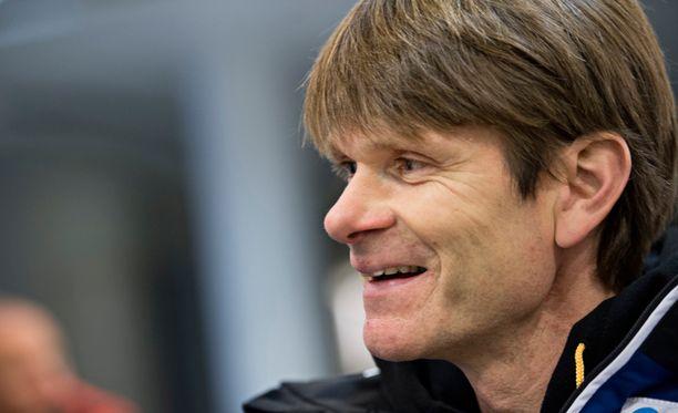 Rallin kaksinkertainen MM-voittaja Markus Grönholm luotsaa Niklas-poikaansa rallihuipulle.
