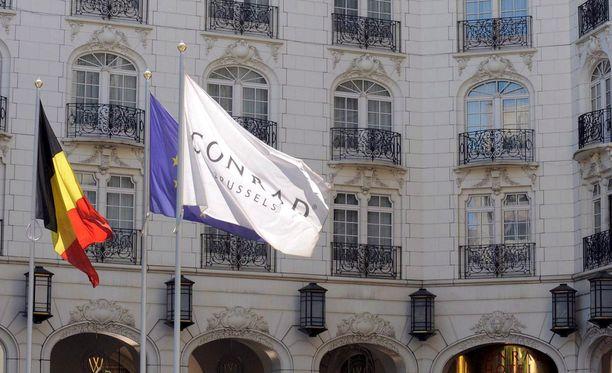 Abu Dhabin kuninkaalliset olivat vuokranneet Conrad-ökyhotellin yhden kerroksen Brysselissä moneksi kuukaudeksi.