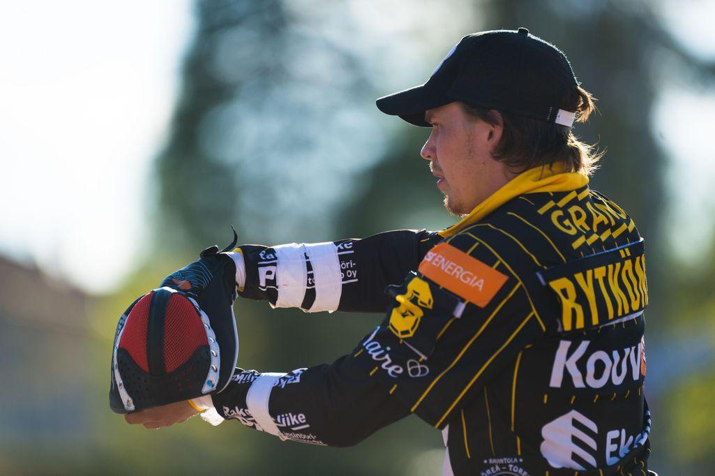 Joni Rytkönen lukkaroi Kouvolassa, mutta vaihtoi ulkopelipaikkaa.