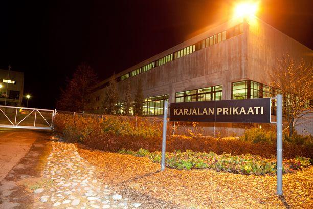 Kahta varusmiestä salakuvattiin Karjalan prikaatin suihkutiloissa. Arkistokuva.