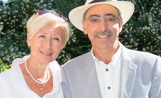 Ben Zyskowicz ja Rahime-vaimo juhlivat itsenäisyyspäivänä kotona.