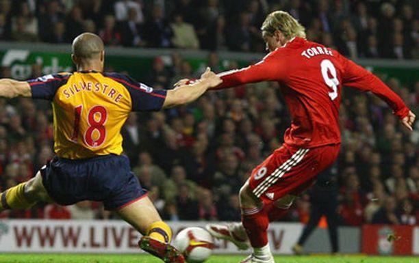 Fernando Torres osui Arsenalia vastaan kahdesti.