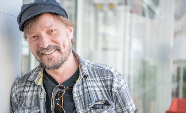 Pauli Hanhiniemeä pitävät kiireisenä tuleva kirja sekä albumi.