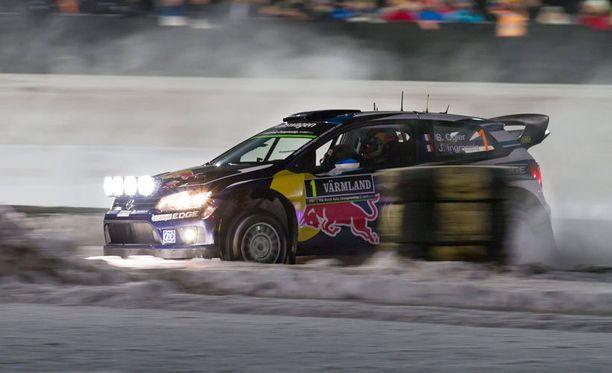 Sebastien Ogier siirtyi Ruotsin rallin kärkeen.