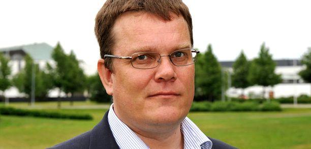 Jarmo Korhonen toimi keskustan puoluesihteerinä kesäkuuhun asti, jolloin hän hävisi paikan puoluekokouksessa Timo Laaniselle.