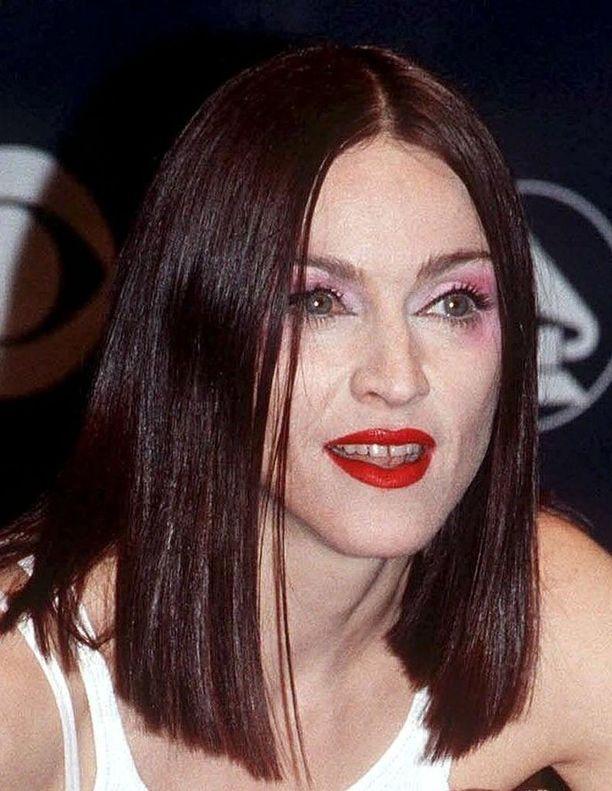 Vuoden 1999 Madonna. Vuotta aiemmin ilmestyi menestysalbumi Ray of Light.