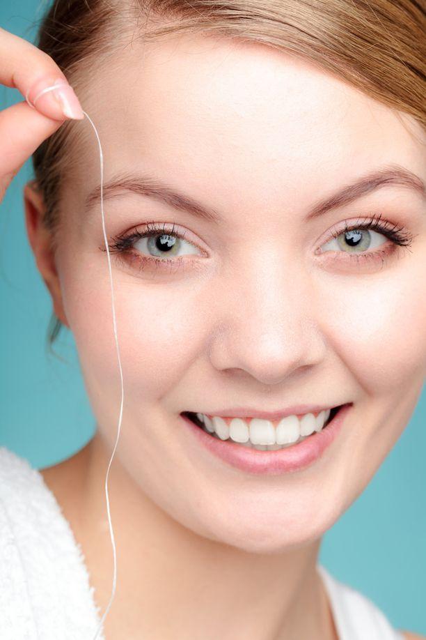 Nykyaikaiset hammaslangat on valmistettu keinokuiduista, joiden paikka ei ole viemärissä.