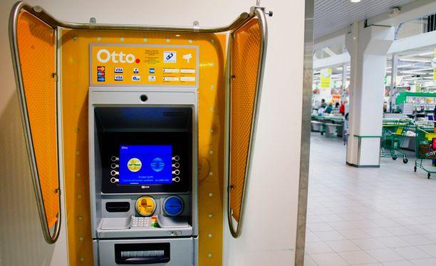 Automaatti nieli naisen rahat Turussa. Arkistokuva.