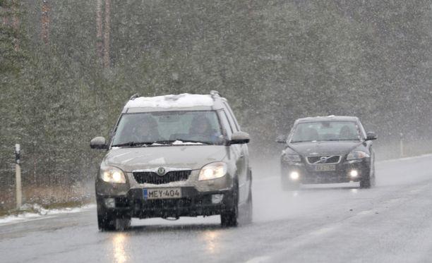 Lumisateet heikkenevät torstaina, kertoo Ilmatieteen laitos.